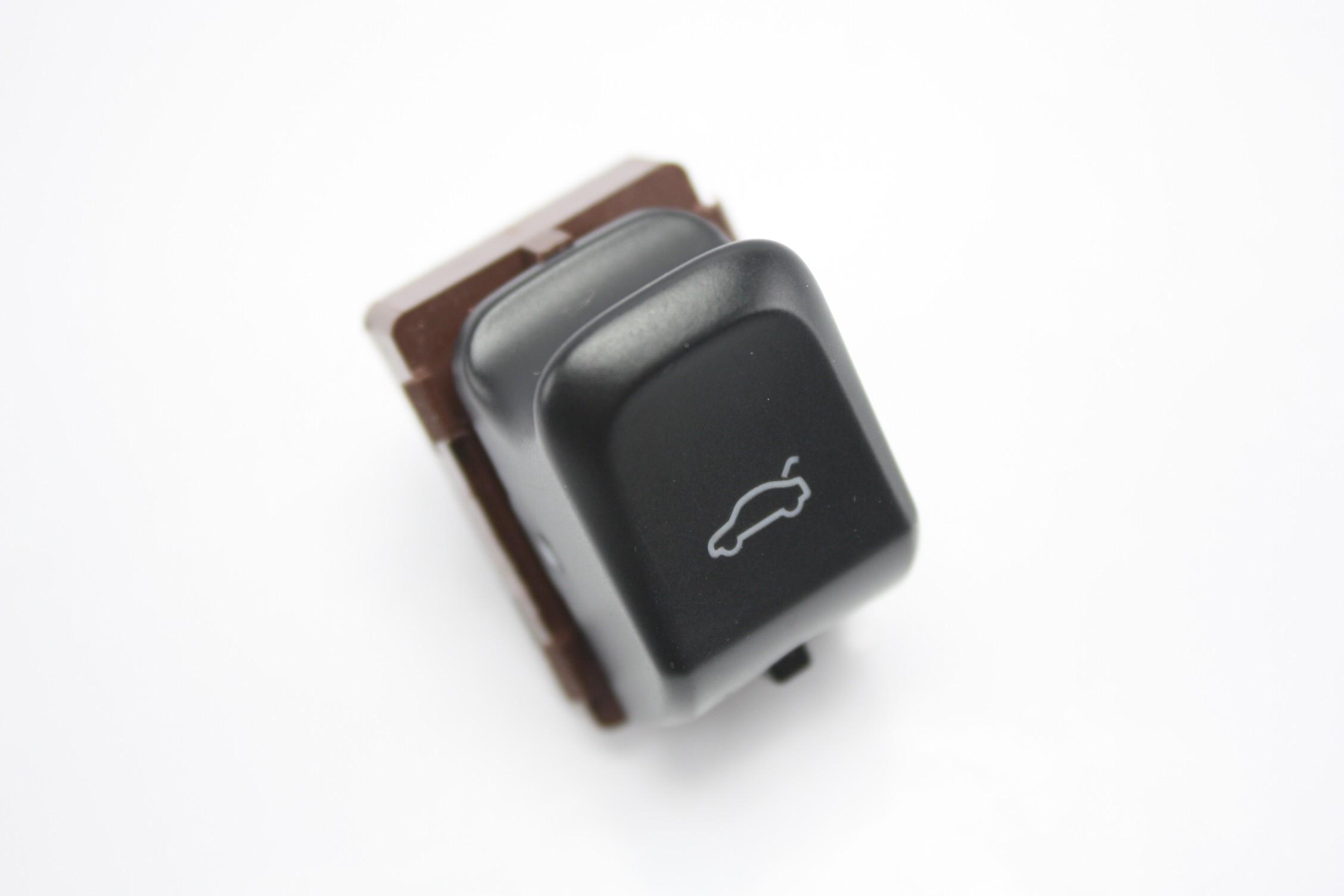 Kapak Açma Düğmesi - Audi A4,A5,Q5